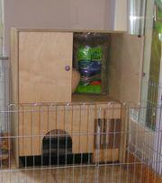 Kaninchenstall mit Schrank und Heuraufe