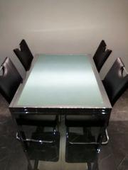 Esstisch mit 4 schwarze schtuhl