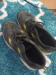 Getragene Sport Schuhe