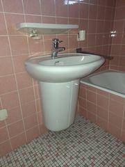 Waschbecken mit Unterbau