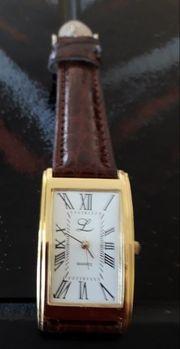 Armbanduhr mit braunem Band