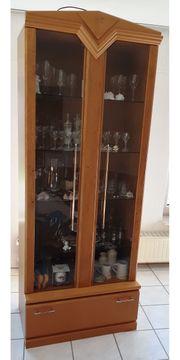 Vitrine mit Glaseinlegböden