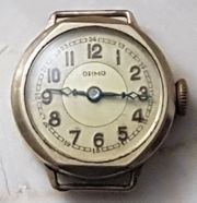 Klassisch kleine goldene Damen Uhr