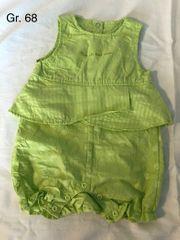 grüner Einteiler Größe 68