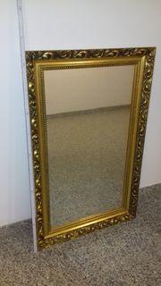 Schöner alter Spiegel im Goldrahmen