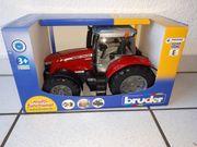 Traktor MASSEY FERGUSON 7600 BRUDER