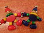 Babyspielzeug auf Holz