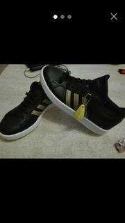 Nagelneue Adidas Grand Court