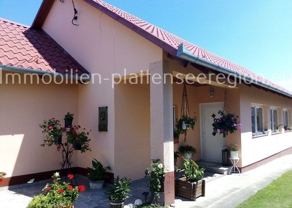 Landhaus mit neuem Dach Ungarn