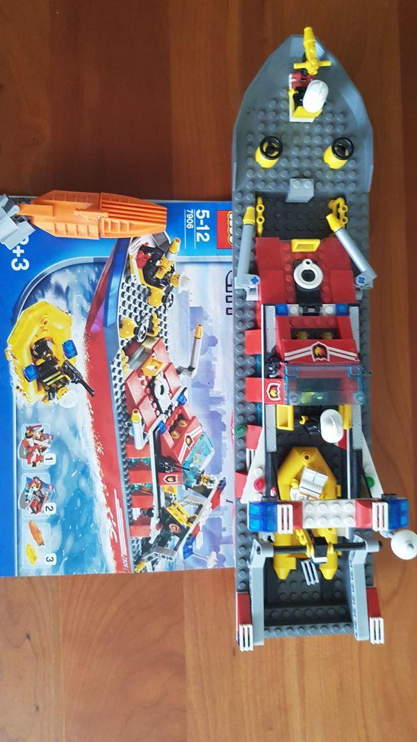 Lego Feuerwehrboot 7906 - Karlsruhe - Lego Feuerwehrboot 7906Das schwimmfähige Boot ist mit Unterwassermotor ausgerüstet.Komplett. Zubehör endsprechend Bild inkl. Beschreibung und Motor. - Karlsruhe