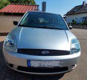 Gut erhaltener Ford Fiesta Ghia