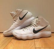 weiße Nike Basketball Schuhe hoch