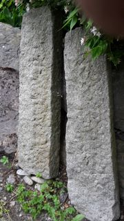 Blockstufen Granit - vielleicht als Gartenbank