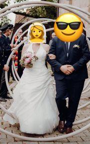 Brautkleid mit Schleppe Reifrock und