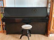 Schwarzes Klavier von Kawai