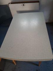 Tisch aus Holz
