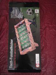 Tisch Fußballkicker