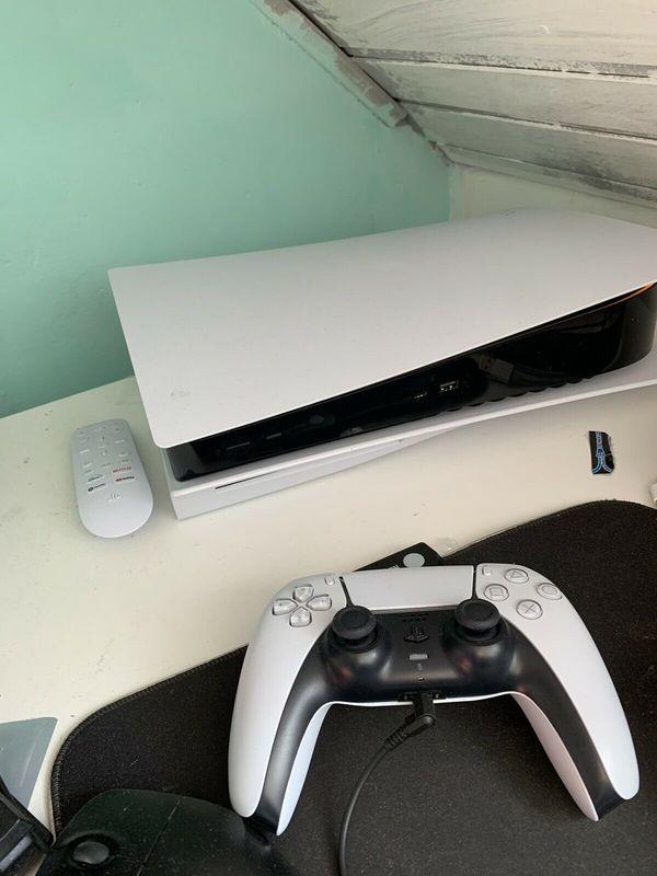 PS5 mit Spielen und Zubehör
