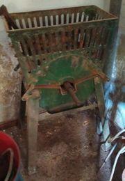 Rübenmühle mit Handantrieb abzugeben