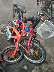 junge und Mädchen Fahrrad zum