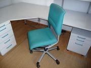 Schreibtischstuhl auf Rollen