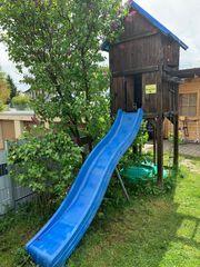 Spielhaus Spielturm mit Rutsche