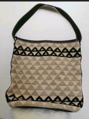 Handtasche aus Wolle gewebt mit