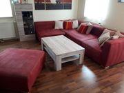 Couch und Couchtisch