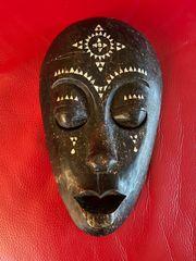 Holzmaske Afrika geschnitzt 30 cm