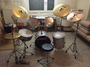 Schlagzeug mit Zubehör
