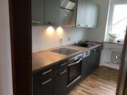 Küchenzeile mit Geräten Geräte haben