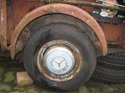 Alter PKW-Anhänger reparaturbedürftig