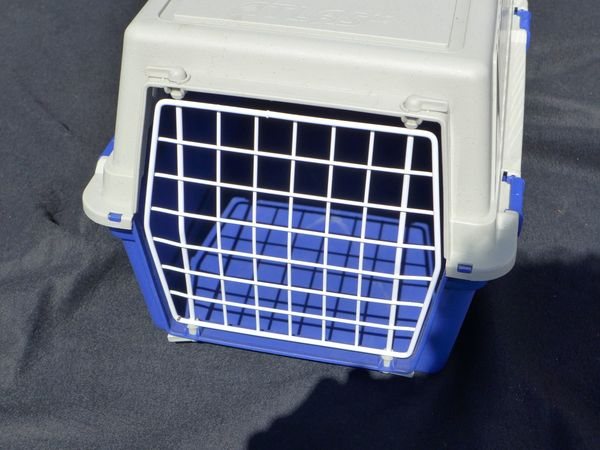 Katzentransportbox m Futter Wasserschale für