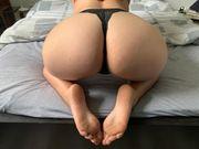 Sexy Brünette verkauft getragene Unterwäsche