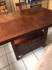 Hochwertiger Tisch mit 6 Stuehlen