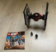 Zwei Fighter von LEGO Star