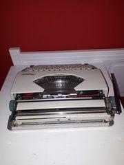 Gebe Schreibmaschine ab