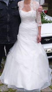 Schönes und hochwertiges Brautkleid in