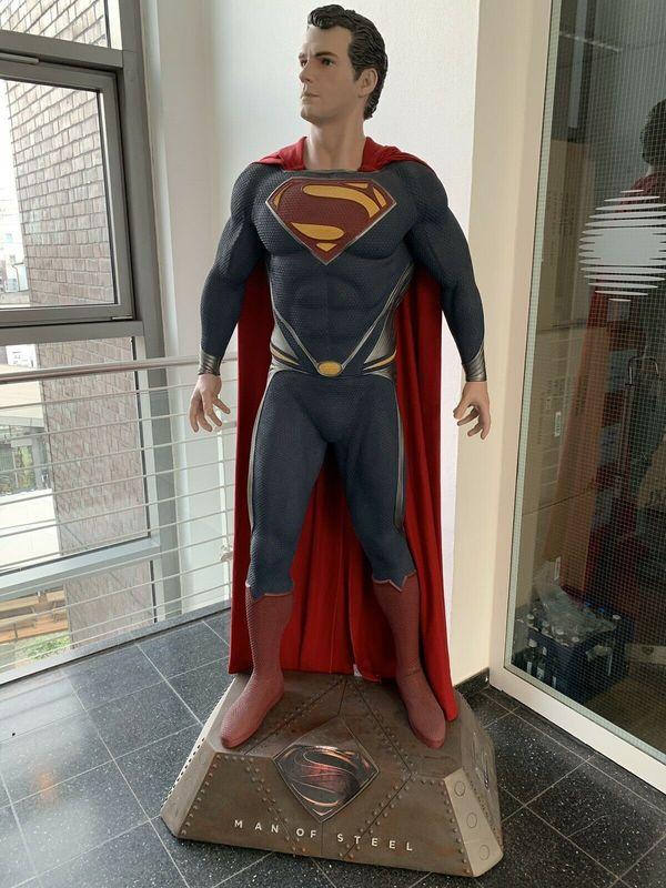 Muckle Oxmox Supermann lebensgross