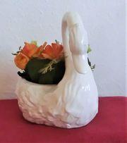 Porzellan-Schwan mit Textilblumen