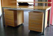 Schreibtisch mit Aufsatz und zwei