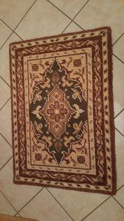 Schöner selbstgeknüpfter Teppich