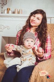 Babysitting durch eine herzliche junge