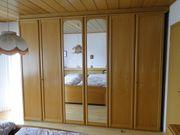 Schlafzimmerspiegelschrank mit 2 schrankhohen Spiegeln