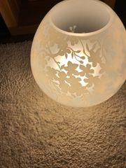 Kugellampe mit Ornamenten