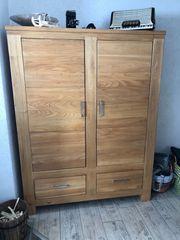 Wohnzimmerschrank mit Sideboard und Beistelltische