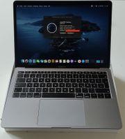 NEUWERTIGES MacBook Air mit leichten