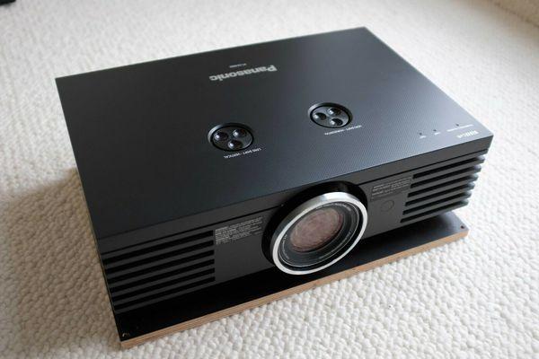 Panasonic PT-AE4000E - High-End Heimkino-Beamer