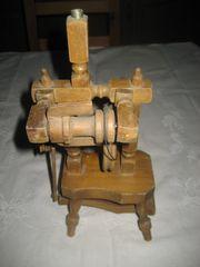 kleines Spinnrad aus Holz Deco