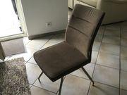 Sechs hellbraune Esszimmerstühle ohne Armelehne